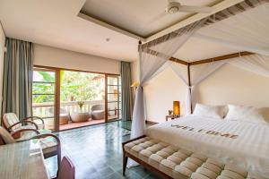A bed or beds in a room at Cassia Cottage
