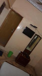 A television and/or entertainment centre at Hotel Chandra Lokk