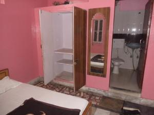 A bathroom at Hotel Gajraj Bari