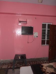 A television and/or entertainment centre at Hotel Gajraj Bari