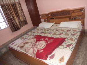 A bed or beds in a room at Hotel Gajraj Bari