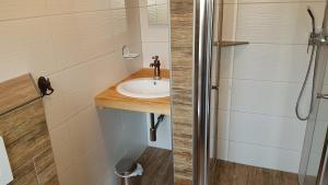 Ein Badezimmer in der Unterkunft Pension Zum Holzpantoffelmacher