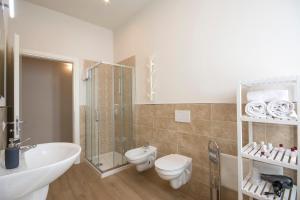 A bathroom at Piazza Paradiso Accommodation