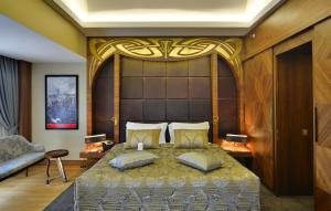 A bed or beds in a room at Warwick Ankara