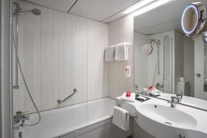 A bathroom at Michel & Friends Hotel Monschau