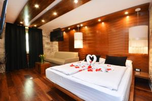 A bed or beds in a room at Jupiter Luxury Hotel
