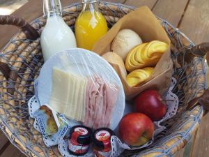 Breakfast options available to guests at Glampling Bell Tent Douro
