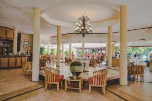 A restaurant or other place to eat at Aanari Hotel & Spa