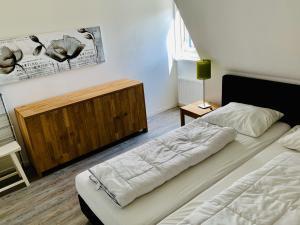 Ein Bett oder Betten in einem Zimmer der Unterkunft De Eerste Stuiver