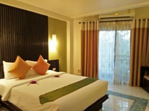 A bed or beds in a room at Anyavee Ban Ao Nang Resort
