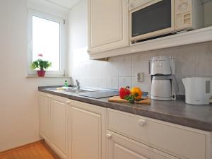 A kitchen or kitchenette at Kurhotel zu Heringsdorf
