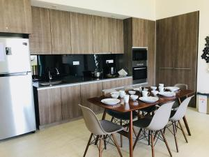 A kitchen or kitchenette at By The Sea-Ferringhi Fully Seaview Suite 6-10ppl 槟城全海景度假屋 5 Star