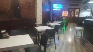 Un restaurante o sitio para comer en Hotel Julio