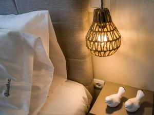 Säng eller sängar i ett rum på Gianthea Studios and Apt