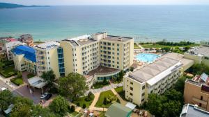 A bird's-eye view of Hotel Perla Beach I