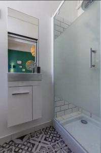 A bathroom at La Lodge