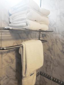 A bathroom at Hotel El Carmelo Miraflores