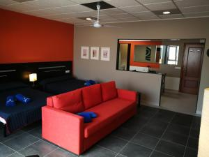 A seating area at 1V - LUXURY APARTMENT NEAR BEACH