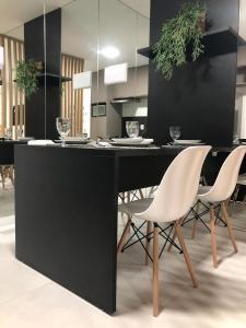 A restaurant or other place to eat at Edificio Time apartamento 1404