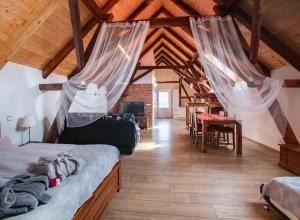 A bed or beds in a room at Penzion Na barokní cestě