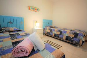 A bed or beds in a room at Beach Front - Jardins da Rocha - LUX