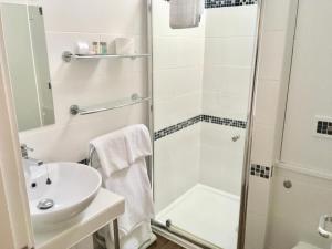 A bathroom at Fairwinds Hotel