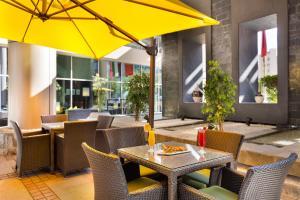 En restaurang eller annat matställe på Ibis Al Rigga