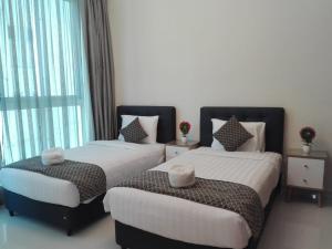 سرير أو أسرّة في غرفة في شقق جينجر الفاخرة