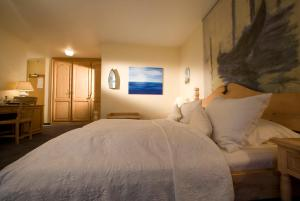 A bed or beds in a room at Hotel Lessing