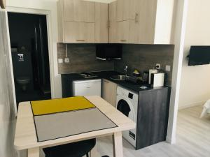 A kitchen or kitchenette at Studio No. 6 Cathédrale Vieux-Port - cosy - design