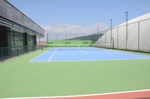 Tennis and/or squash facilities at Teknosports Otel or nearby