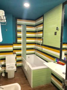 A bathroom at Hotel Ritual Torremolinos- Adults Only