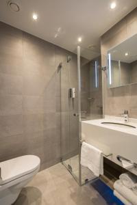A bathroom at Ramada The Hague Scheveningen