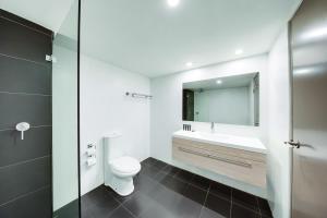 A bathroom at Central Studio Hotel Sydney