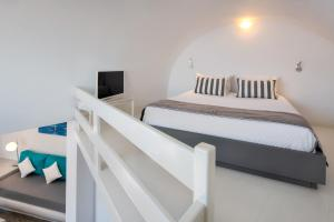 A bed or beds in a room at Apanemo Hotel & Suites