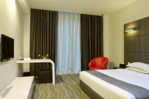 A bed or beds in a room at Dreamtel Jakarta