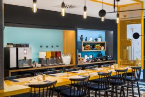 A restaurant or other place to eat at D8 Hotel