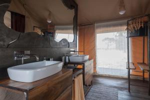 A bathroom at Nyikani Camp - Tarangire