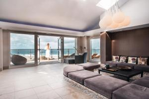 A seating area at Bedruthan Hotel & Spa