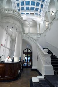 The lobby or reception area at Hotel Granvia