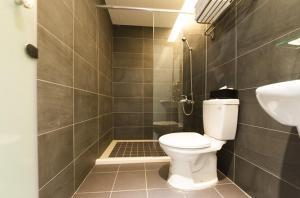 A bathroom at Superman