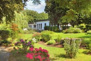 Ein Garten an der Unterkunft FerienResidenz MüritzPark