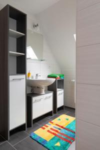 A kitchen or kitchenette at Ferienwohnung Rex