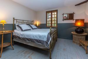 A bed or beds in a room at Le Grand Yote