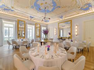 A restaurant or other place to eat at The One Palácio da Anunciada