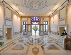 The lobby or reception area at The One Palácio da Anunciada
