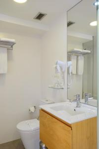 A bathroom at Hotel Laranjeira