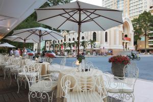 Restaurant ou autre lieu de restauration dans l'établissement Hotel Continental Saigon