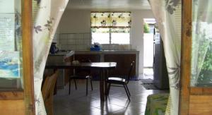 A cozinha ou cozinha compacta de HUAHINE - Fare Hautiare