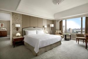 A bed or beds in a room at Shangri-La Jakarta